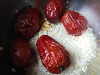 红枣小米燕麦粥,大枣五个