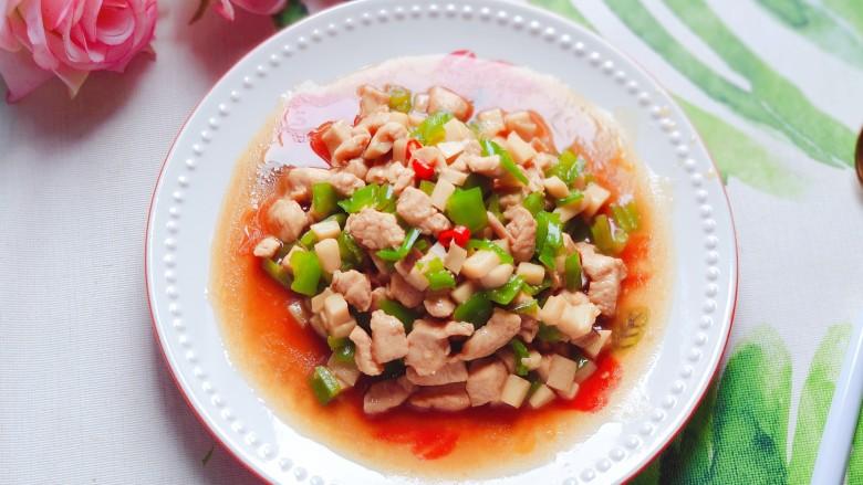 杏鲍菇炒鸡丁,色香味俱全