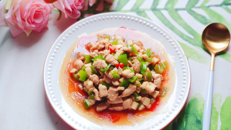 杏鲍菇炒鸡丁,成品图