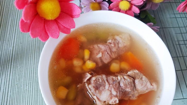 胡萝卜筒骨汤,美味完成。