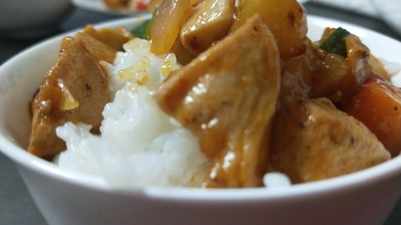 杏鲍菇炒鸡丁,配上大米饭太香了