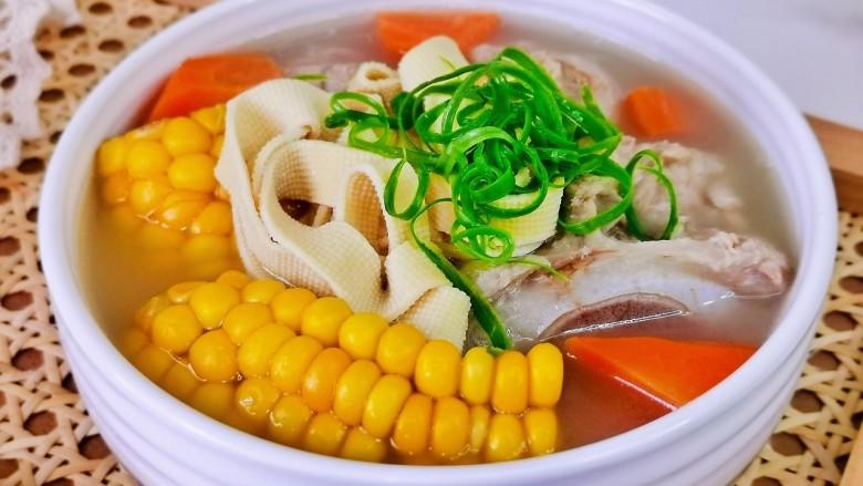 胡萝卜筒骨汤,简单零失败,老少皆宜的一道汤。