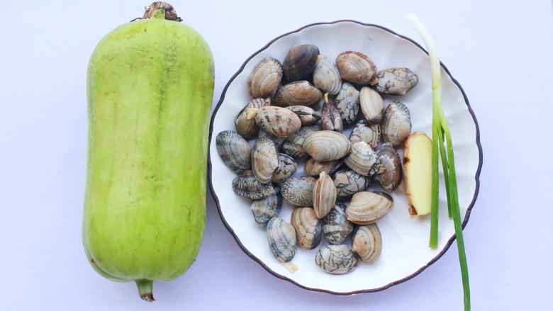 花蛤丝瓜汤,准备好所有食材。