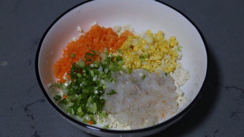蔬菜肉饼,将所有切好的食材放入一个大碗中