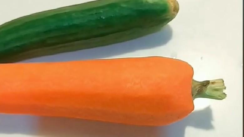 蔬菜肉饼,<a style='color:red;display:inline-block;' href='/shicai/ 54'>黄瓜</a>一根,<a style='color:red;display:inline-block;' href='/shicai/ 25'>胡萝卜</a>一个,去皮洗干净切成小丁。