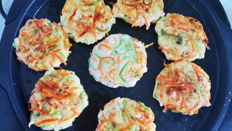 蔬菜肉饼,小火烙至两面,金黄酥脆即可出锅