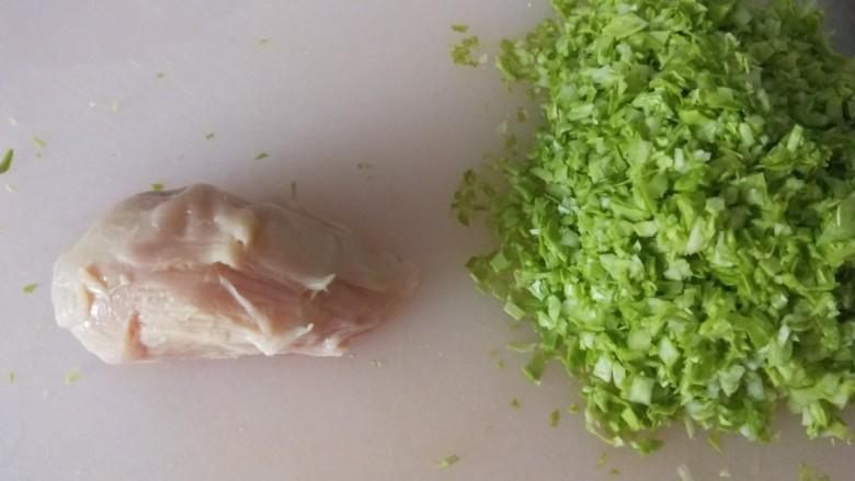 蔬菜肉饼,将鸡肉解冻,包菜切碎