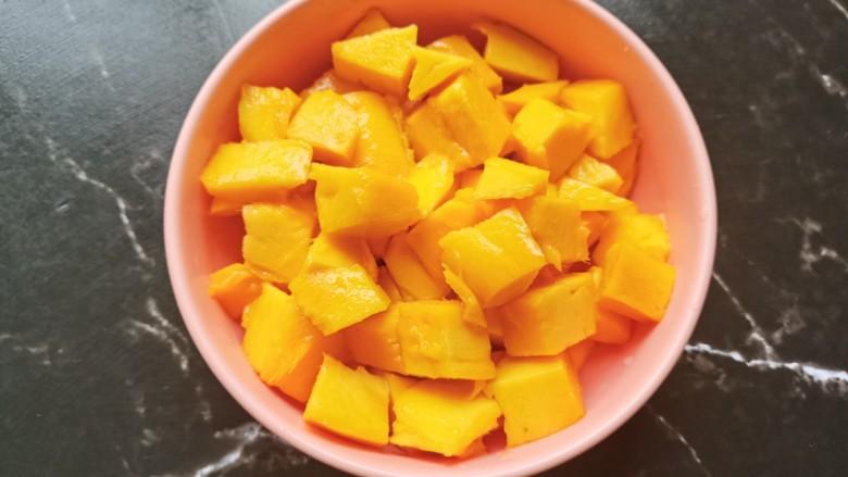 芒果布丁,芒果肉切成小块