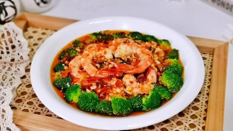 凉拌蒜蓉西兰花,简单快手的一道凉拌菜,营养均衡,适合夏天的快手菜。