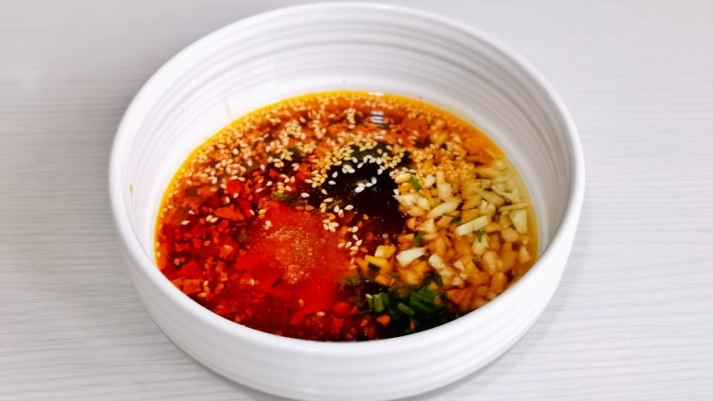 凉拌蒜蓉西兰花,搅拌均匀。