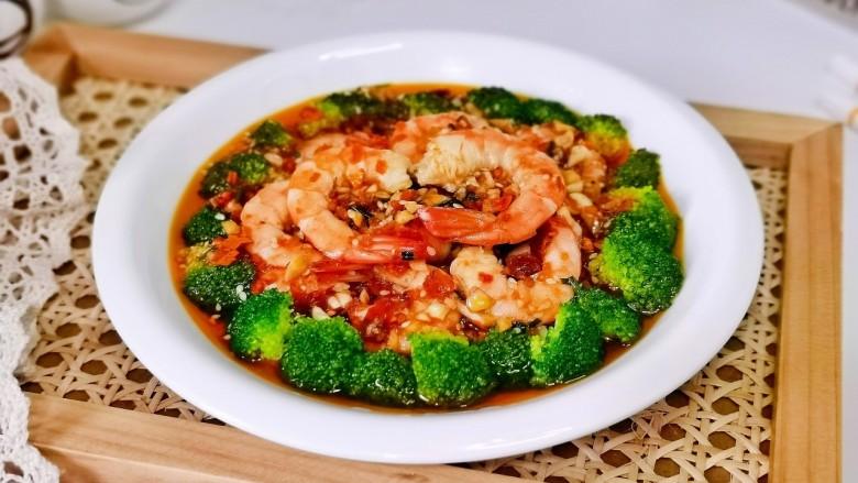 凉拌蒜蓉西兰花,夏天最爱的家常菜。