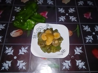 皮蛋炒青椒,皮蛋炒青椒,端上餐桌。