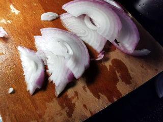 洋葱拌牛肉,洋葱切丝