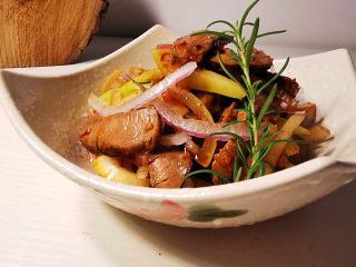 洋葱拌牛肉,温和有礼的上桌,配饭,下酒两相宜