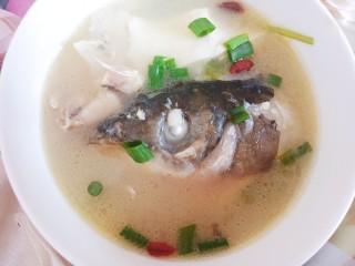 鱼头豆腐汤,小火炖煮20-30分钟即可。