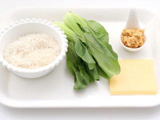 宝宝版端午卡通粽子,首先备齐所有的食材。