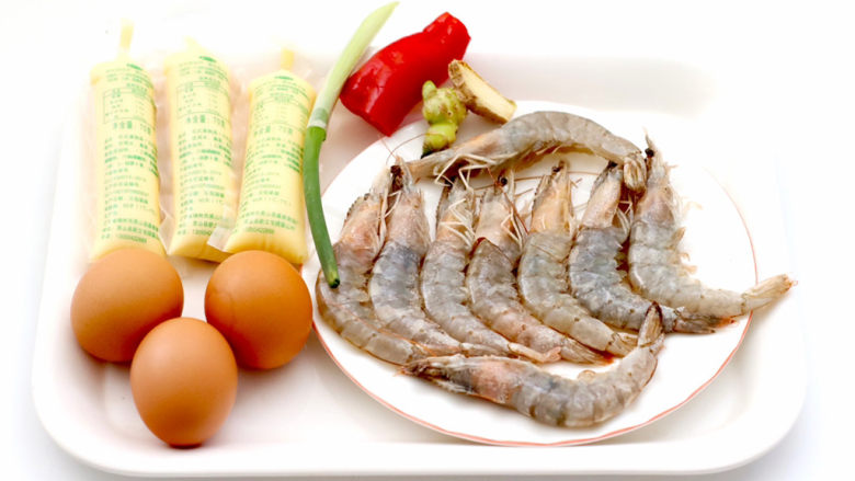 豆腐虾仁蒸蛋,首先备齐所有的食材。