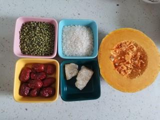 绿豆南瓜粥,准备食材备用