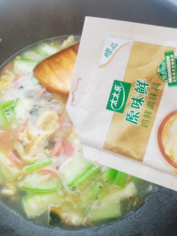 上汤八棱瓜,加入适量太太乐原味鲜。