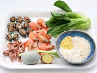 海鲜皮蛋粥,首先备齐所有的食材。