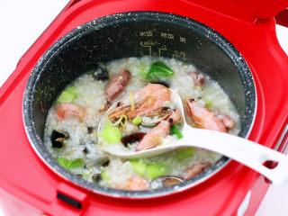海鲜皮蛋粥,鲜美可口又绵密顺滑。