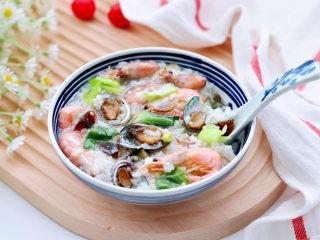 海鲜皮蛋粥,喝一口就停不下来了。