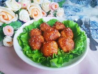 鸡翅包饭.,出锅前撒点少许熟白芝麻即可装盘