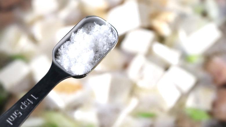豆腐蛋花汤,根据个人口味加入适量的盐。