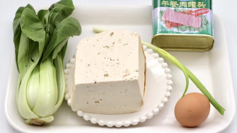 豆腐蛋花汤,首先备齐所有的食材。