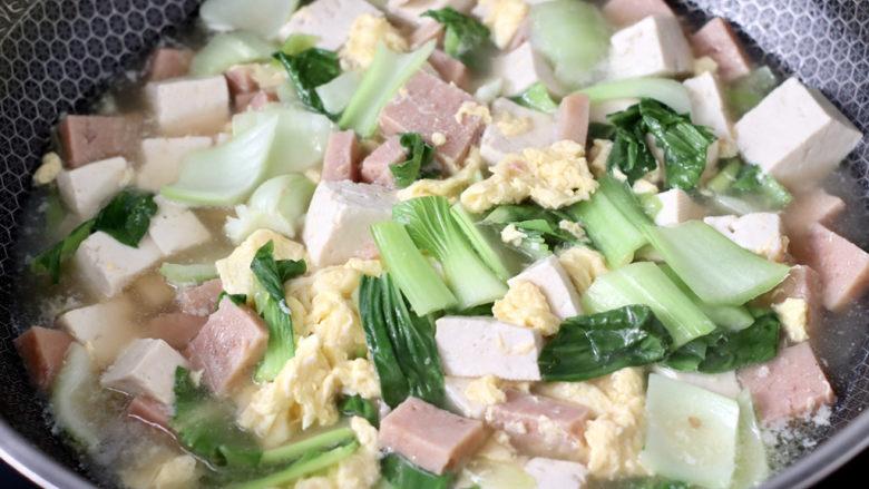 豆腐蛋花汤,大火烧开即可关火。
