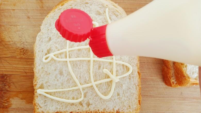 懒人必备快手早餐三明治,拿一片吐司,均匀的挤上<a style='color:red;display:inline-block;' href='/shicai/ 4856'>沙拉酱</a>。