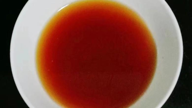 彩椒炒肉丝,倒入半碗水搅拌均匀待用