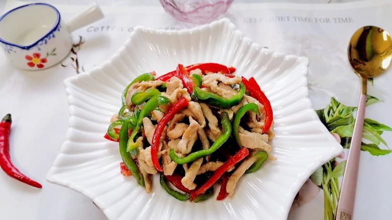 彩椒炒肉丝,拍上成品图,一道美味又下饭的彩椒炒肉丝就完成了。