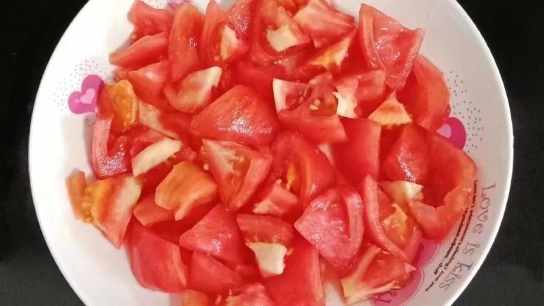 番茄烧茄子,去皮去蒂切块