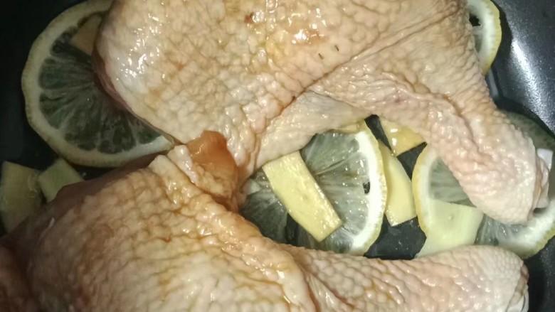 柠檬鸡腿,放入腌制好的鸡腿