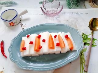 泡萝卜条,拍上成品图,一道酸甜可口的泡萝卜条就完成了。