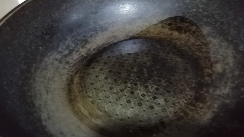 西红柿炒土豆丝,锅热放入少许油