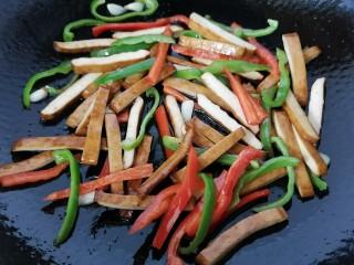 双椒豆干,翻炒均匀入味即可出锅