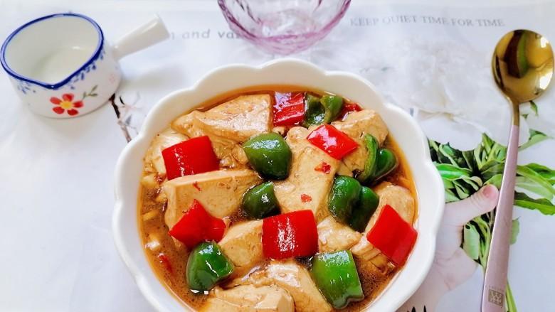 酸辣豆腐,拍上成品图,一道美味又下饭的酸辣豆腐就完成了。