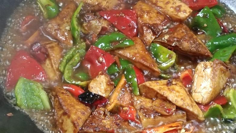 酸辣豆腐,加水,小火炖3分钟