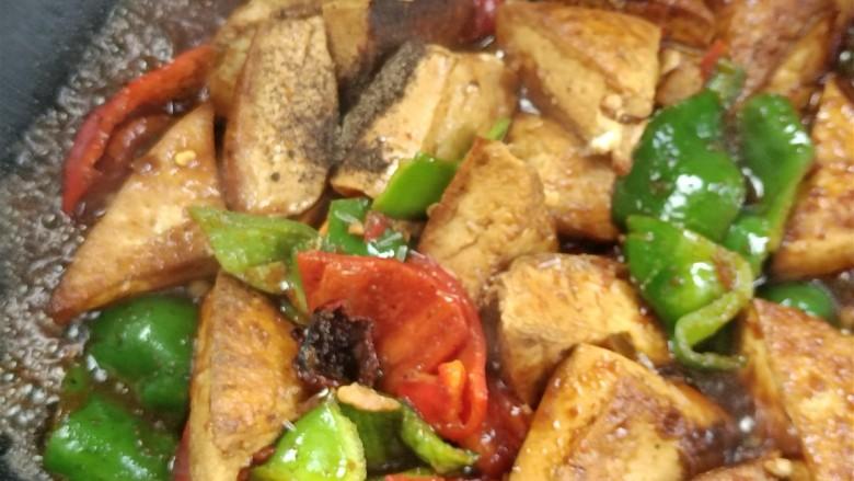 酸辣豆腐,加入胡椒味精