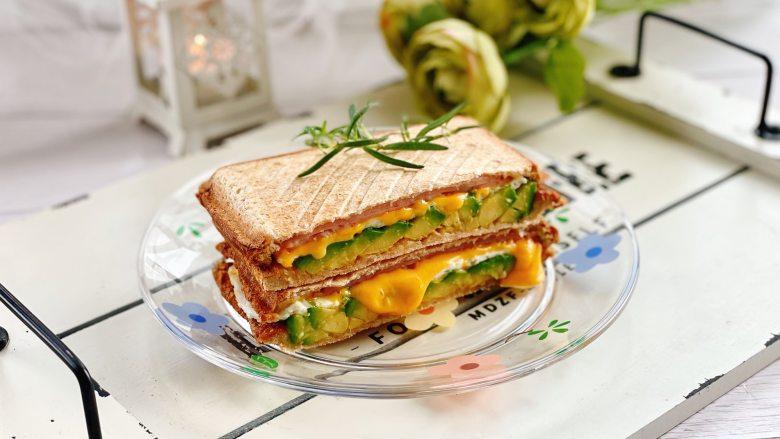 牛油果蛋清芝士火腿三明治