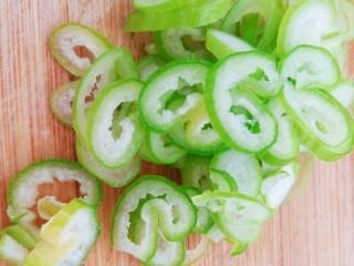西红柿炒土豆丝,切适量葱花