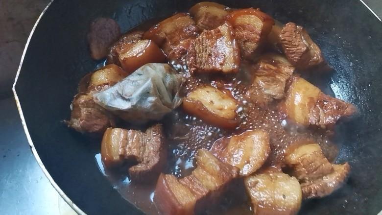 家常肉夹馍,最后肉已经卤好了,留点汤