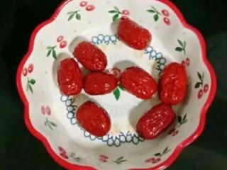山药银耳甜汤,红枣清洗干净