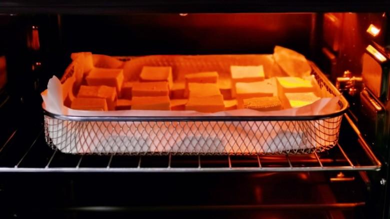 酸辣豆腐,入烤箱中层。