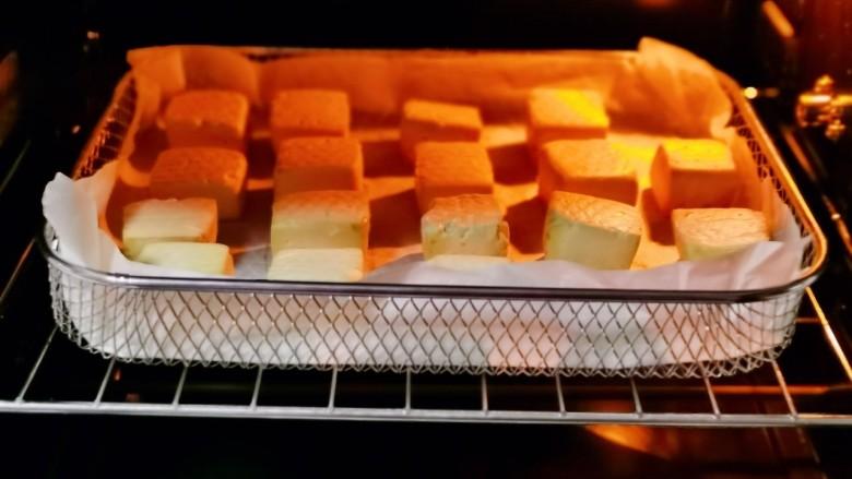 酸辣豆腐,翻面再烤15分钟。