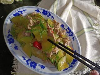 嫩南瓜炒肉丝,成品2