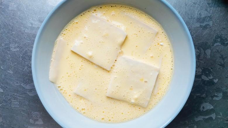 酸辣豆腐,全部裹上浆