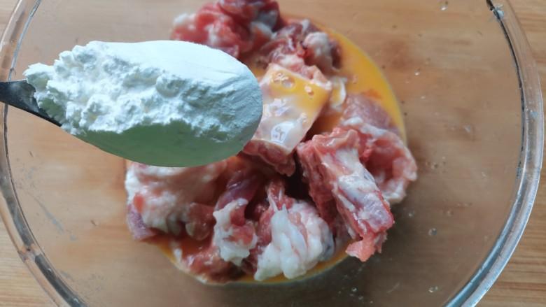 蒜蓉豆豉蒸排骨,加入一勺淀粉